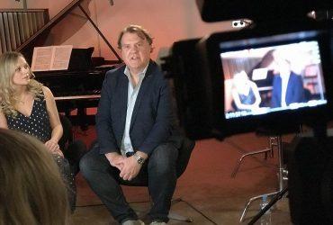 سفر به آن سوی اقیانوس آرام با برایان ترول، خواننده باس-باریتون